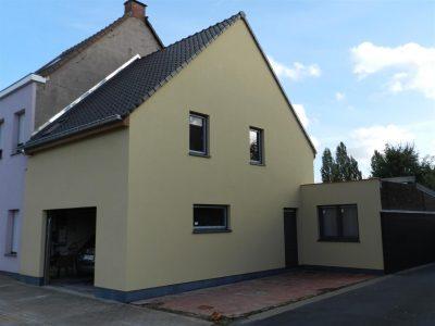 Knusse woning met aangelegde terrassen en onderhoudsvriendelijke tuin