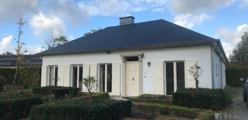 Gerenoveerde ruime bungalow in groene omgeving